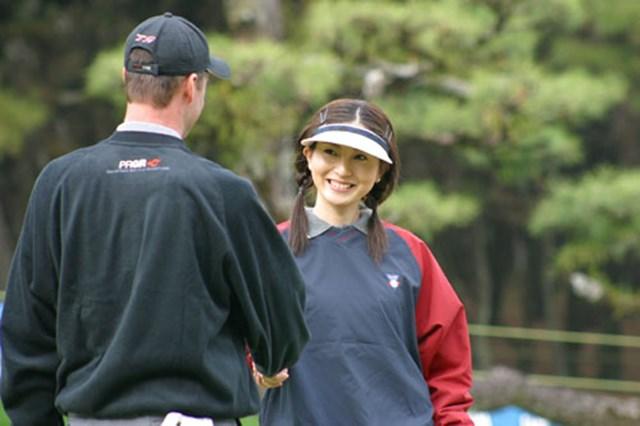 2002年 ダンロップフェニックストーナメント 事前情報 ミスユニバースジャパン こちらミスユニバースジャパン2002の千葉美苗さん。学生時代にスクールに通った成果が出ていたぞ。