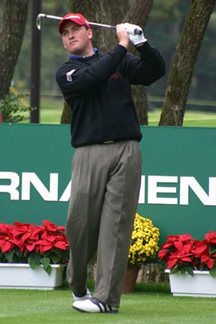2002年 ダンロップフェニックストーナメント 事前情報 グレーム・マクドウェル 日本の皆さん、私が今回最後に出場が決まったグレーム・マクドウェルです。なんでギャラリーがいないのですか!?