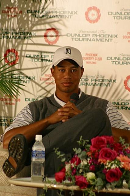 2002年 ダンロップフェニックストーナメント 2日目 タイガー・ウッズ 記者会見でのタイガー。「ショットは良くなったけど、本当にパッティングが決まらなかったよ」