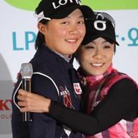 引退するキム・ミヒョン(右)とプロデビューを果たすキム・ヒョージュ。こうして世代のバトンが受け継がれていく。 2012年 LPGAハナバンク選手権 事前情報 キム・ヒョージュ キム・ミヒョン