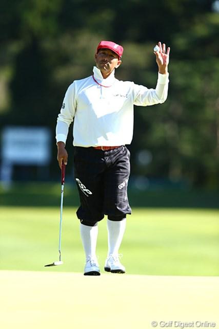2012年 ブリヂストンオープンゴルフトーナメント 2日目 すし石垣 17番ホール カメラマンに向かって3度も同じポーズをおどけてみせてギャラリーも爆笑