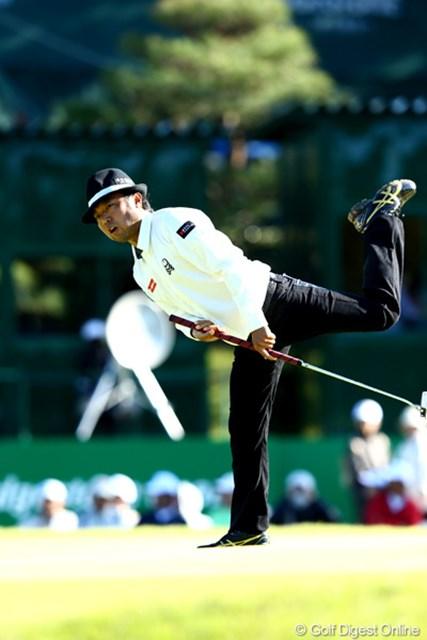 2012年 ブリヂストンオープンゴルフトーナメント 2日目 片山晋呉 なかなかここまで足は上がりませんよね?