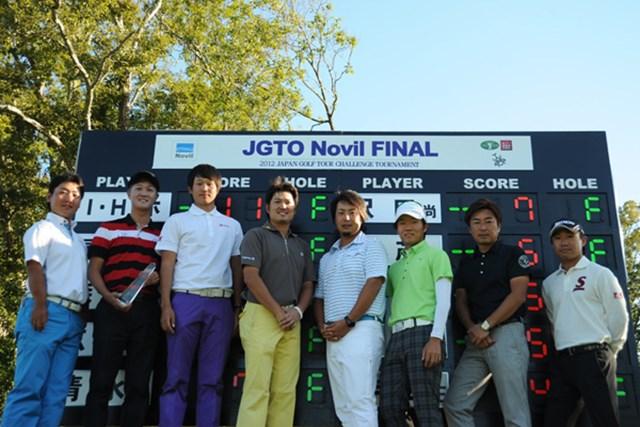 優勝のホ・インヘ(左から2番目)のほか、来季のレギュラーツアーの一部出場権を手にした選手たち。