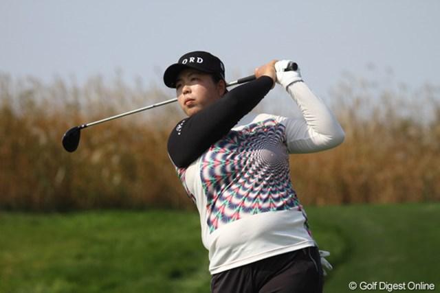 2012年 LPGAハナバンク選手権 初日 フォン・シャンシャン どうしても左胸に視線が集まってしまう・・