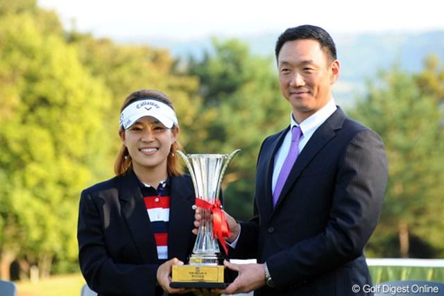 プレゼンターとしてソヒちゃんに表彰式でチャンピオン・ブレザーを贈呈。今季限りで現役を引退した阪神タイガースの兄貴・金本選手と記念撮影。