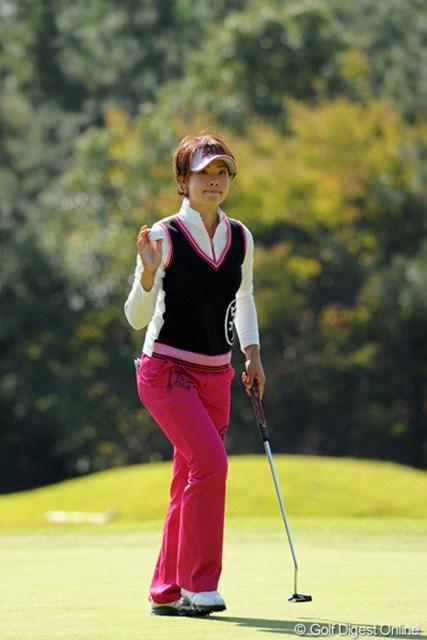 5バーディ、1ボギー、1ダボの激しいゴルフでスコアを伸ばし切れず…。日本ツアーもグンとレベルが上がってるんで、最終日の後半にガンガン伸ばせんと厳しいっす…。5位