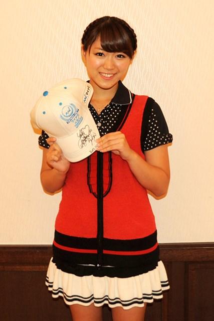 「マイナビABCゴルフ」プロアマ戦に出場したAKB48山内鈴蘭さんのサイン入り大会オリジナルキャップをプレゼント!