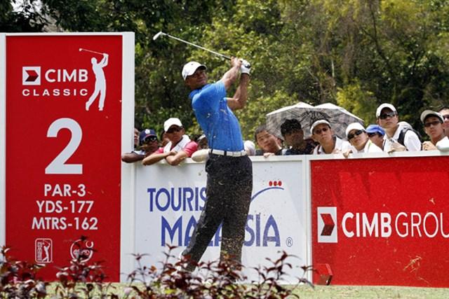 自身13年ぶりとなったマレーシアでの公式戦。タイガー・ウッズは7位タイで滑り出した。(Stanley Chou/Getty Images)