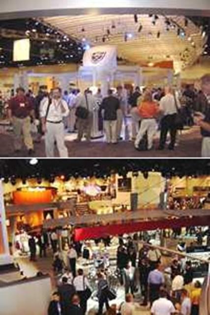 GDOSHOP.com店長が行く!「2002PGAマーチャンダイズショー」 レポート 上)注目のナイキクラブを一目見ようと大勢の人が集まった 下)PGAツアー使用率ナンバー1のテーラーメイドも新作を発表した