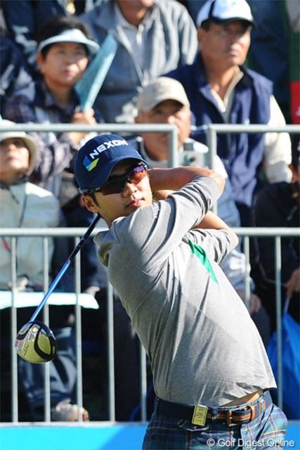 2012年 マイナビABCチャンピオンシップゴルフトーナメント 2日目 キム・ドフン 5バーディ、1ボギーで連日の60台をマークしてガッチリ上位に食い込んでおります。ベスト10のうち韓流選手が4人を占めてます。6位T
