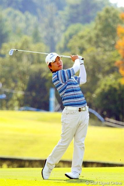 2012年 マイナビABCチャンピオンシップゴルフトーナメント 2日目 チョ・ミンギュ 68、69と順調にアンダーを重ねて昨日の9位からジワリとアップ。飛ばへんねんけどなァ…。いわゆる「ゴルフが上手い」選手なんやろねェ。6位T