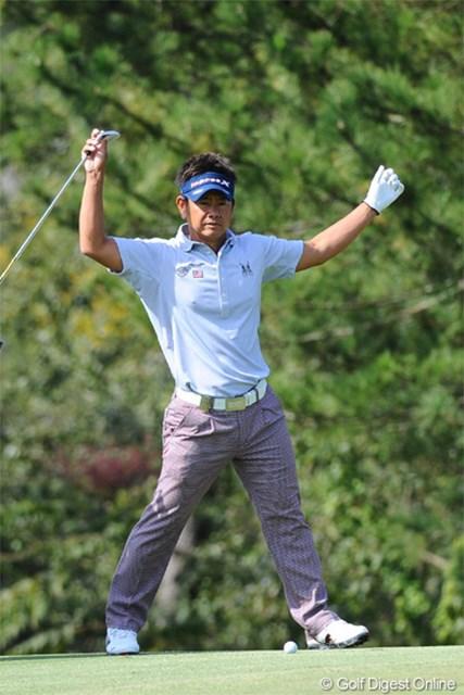 2012年 マイナビABCチャンピオンシップゴルフトーナメント 2日目 藤田寛之 威圧感たっぷりの「どやさッ!」のポースをとる藤田君。本日イーブンで終盤を迎えたところで、まさかのダボ、ボギー、ボギーで嗚呼…。46位T