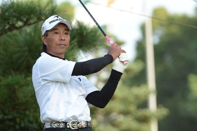 2012年 日本シニアオープンゴルフ選手権競技 3日目 井戸木鴻樹 「逃げるだけ、安全運転だけでは勝てない」と果敢に難コースを攻め続けた井戸木が、ツアー初勝利をかけて単独首位で最終日を迎える(提供:日本ゴルフ協会)