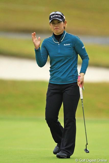 2012年 樋口久子 森永製菓ウイダーレディス 最終日 竹末裕美 前半は優勝争いに絡んでいたのですが、後半に入って崩れてしまいました。11位タイフィニッシュで、賞金ランキングは54位と変わらず。シード権奪回の為に、あと2試合がんばって欲しいです。