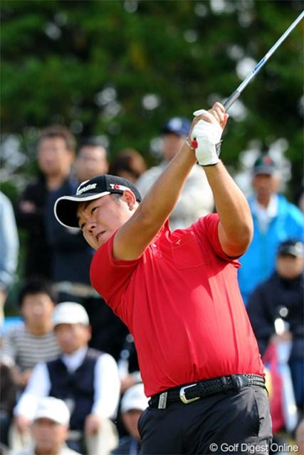 2012年 マイナビABCチャンピオンシップゴルフトーナメント 最終日 薗田峻輔 ショットに悩んでいる薗田峻輔は少しの手応えを感じ9位タイ