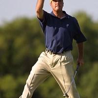 16番のバーディで優勝を確信しガッツポーズを決めるビーム 2002年 全米プロゴルフ選手権 最終日 リッチ・ビーム