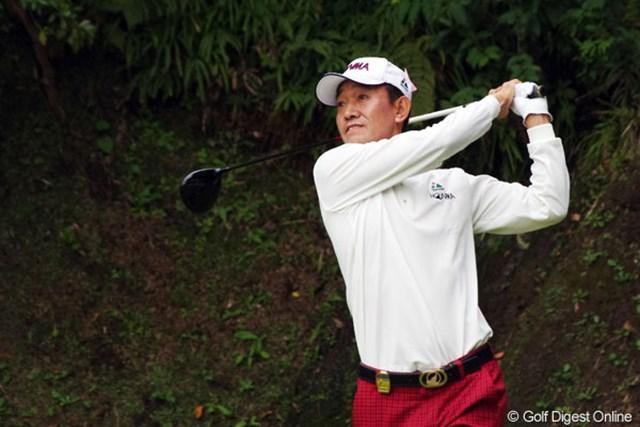 2012年 富士フイルムシニアチャンピオンシップ 初日 キム・ジョンドク 今季は賞金ランク42位と低迷し未勝利が続くキム。最終戦の好発進で光明を見いだせるか