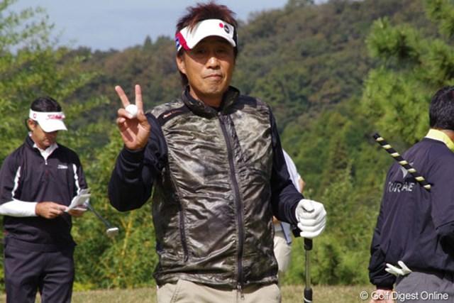 """2012年 富士フイルムシニアチャンピオンシップ 2日目 奥田靖己 首位を2打差で追う好位置で最終日へ。奥田が期待する""""ご褒美""""はもらえるのか・・・"""