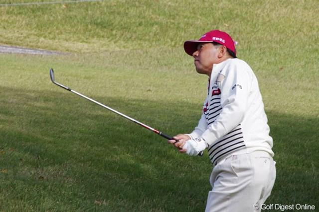 2012年 富士フイルムシニアチャンピオンシップ 2日目 室田淳 3位タイに浮上し、逆転賞金王に望みを繋いだ室田淳。明日は最終組でティオフする。