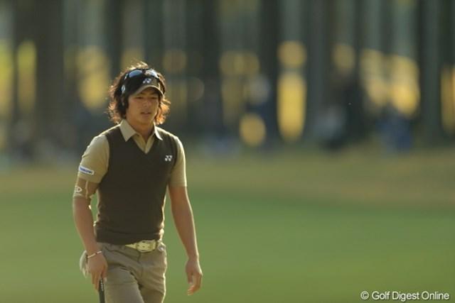スコアへの納得と内容への不満が入り混じった表情を見せながら、最終ホールをプレーした石川遼。