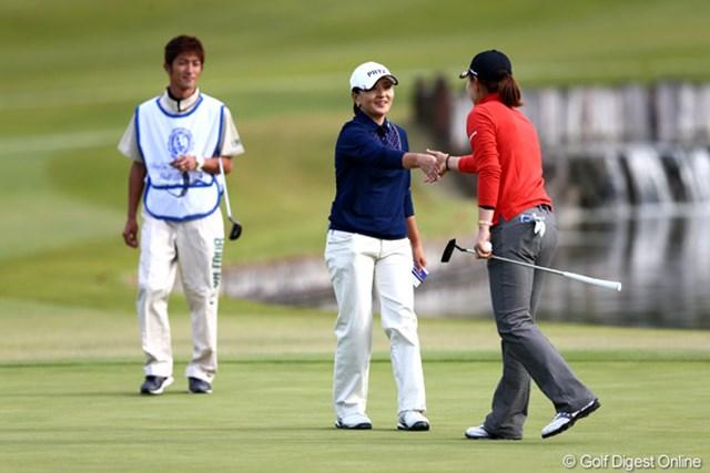 2012年 伊藤園レディスゴルフトーナメント 初日 茂木宏美 初日単独2位でスマイルフィニッシュ