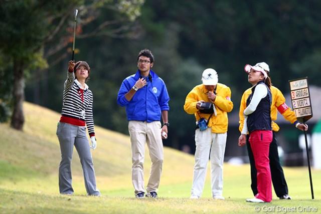 2012年 伊藤園レディスゴルフトーナメント 初日 森田理香子 TVケーブルに2回もボールがあたってしまい同所から3回も打ち直してました