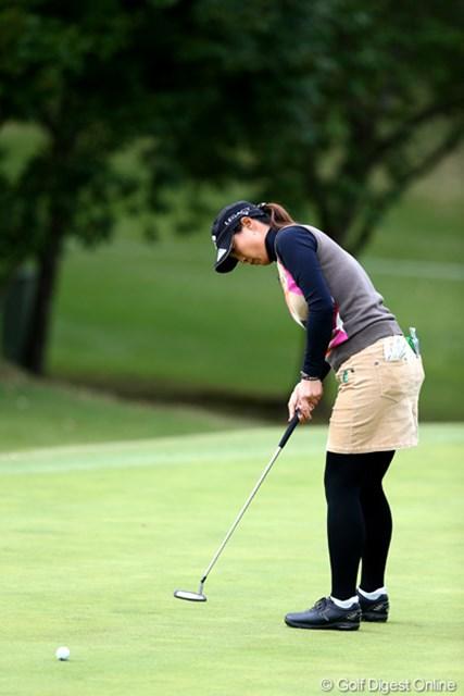 2012年 伊藤園レディスゴルフトーナメント 初日 下村真由美 6番このパットを決め5アンダー、3位タイ