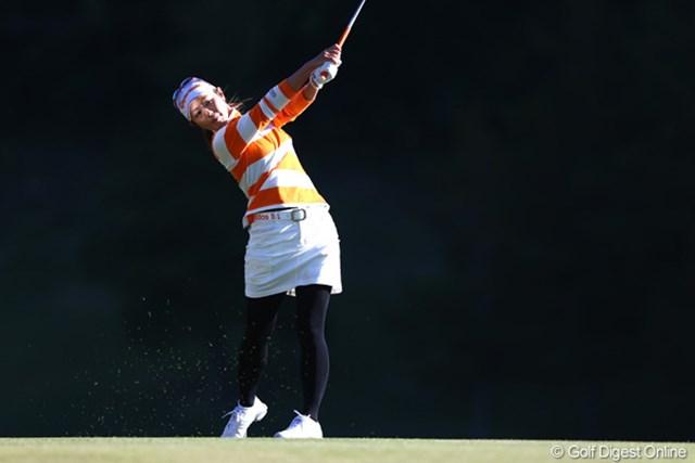 2012年 伊藤園レディスゴルフトーナメント 2日目 諸見里しのぶ 久しぶりの上位に笑顔もトークも弾む諸見里しのぶ