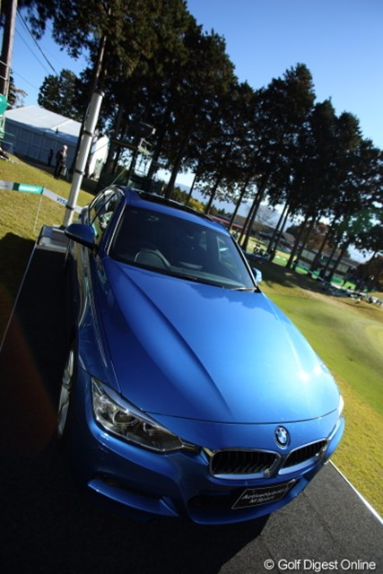 2012年 三井住友VISA太平洋マスターズ 3日目 BMW 優勝副賞のBMW、賞金も貰えてクルマも貰えるなんて夢だな。