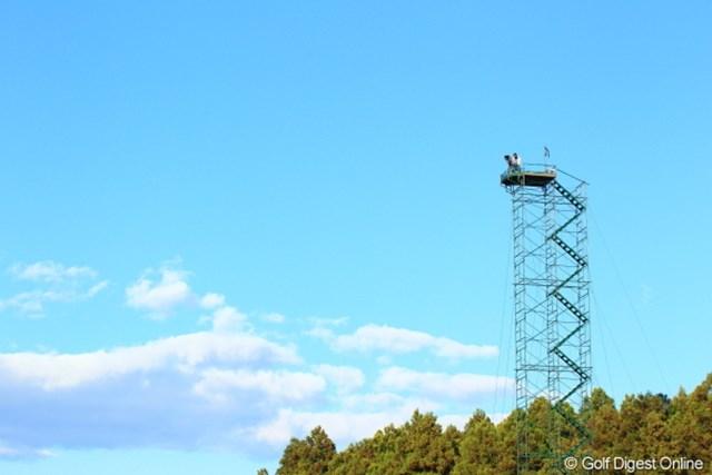 2012年 三井住友VISA太平洋マスターズ 3日目 TVカメラ これってバツゲームだな。