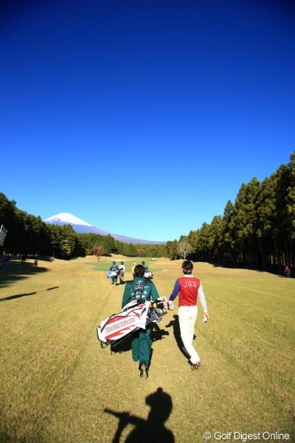 2012年 三井住友VISA太平洋マスターズ 3日目 近藤共弘 いいなぁ、こんな富士山のもと、俺もプレイしたい!