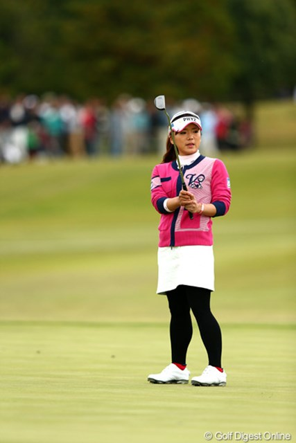 2012年 伊藤園レディスゴルフトーナメント 最終日 有村智恵 決まれば優勝に大きく近づく18番のパーパットは惜しくも外れる