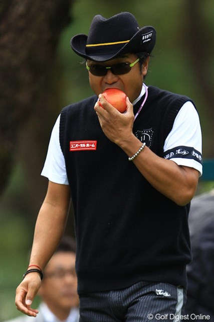 そして食べるのはリンゴ・・・。