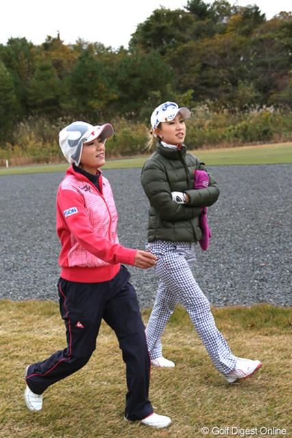 2012年 大王製紙エリエールレディスオープン 2日目 横峯さくら、上田桃子 人気の2人が同組でラウンド、2人も楽しそうだよね