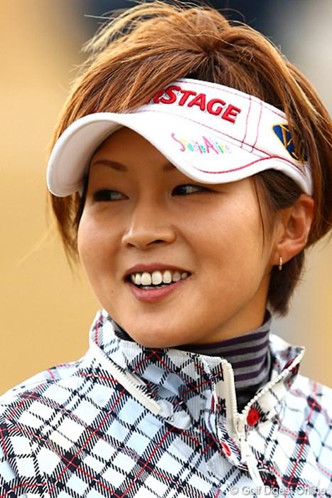 今期限りでやはり引退だそうです。明日最終日頑張ってください 2012年 大王製紙エリエールレディスオープン 2日目 赤堀奈々