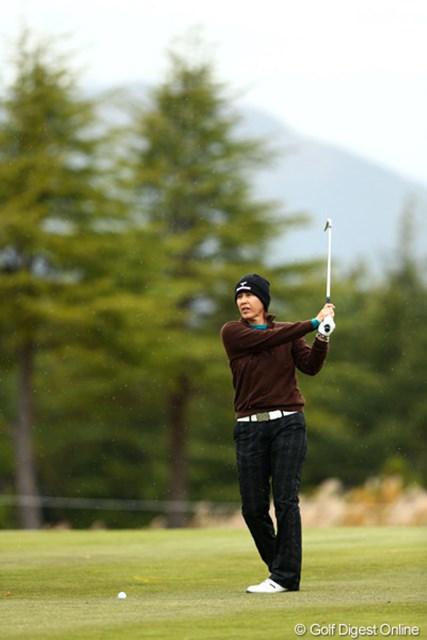 2012年 大王製紙エリエールレディスオープン 2日目 鬼澤信子 「真っ白になるくらいのゴルフをしたい」。鬼澤さん、かっこいいコメントです!