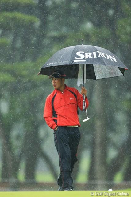 「凄い雨だけど、まだやるの?」