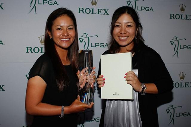 大会2日目の夜に行われたロレックスのパーティに出席した2人。藍は「William&Mousie Powell Award」を、美香は今季の初勝利を称えられた。(Scott Halleran/Getty Images)