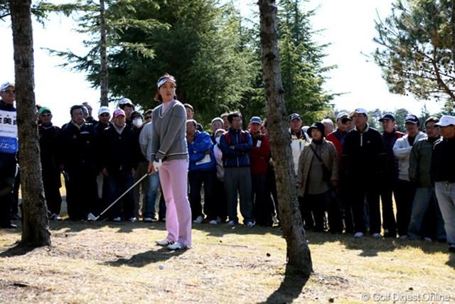 2012年 大王製紙エリエールレディスオープン 最終日 ジョン・ミジョン 最終日に林の中へ打ち込んでしまうシーンも・・・