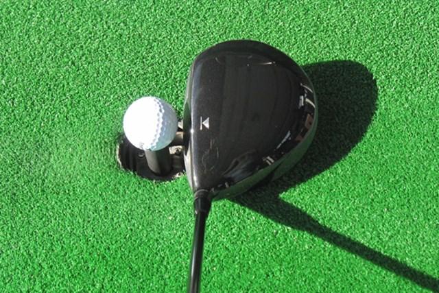 ヘッド体積は445ccとやや小ぶり。操作性がよく、浅い重心位置なのでスピン量を抑えられる