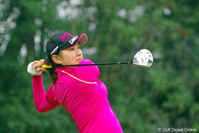 2012年 LPGAツアーチャンピオンシップリコーカップ 初日 成田美寿々 日本人の中では最年少選手やと思います。彼女のほかにも、若い人がたくさん出てて、少し前までの最終戦とは雰囲気が変わった気がしますワ。11位T