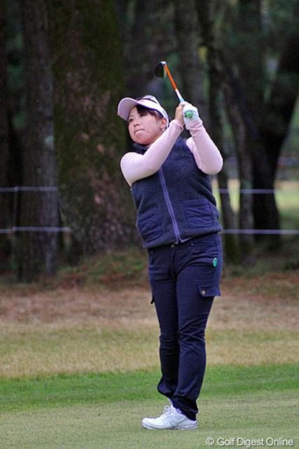 2012年 LPGAツアーチャンピオンシップリコーカップ 初日 吉田弓美子 さすがに最終戦ではマスクをつけておられませんでした。前半スコアを落としたものの、後半の連続バーディでナイスな復活です。15位T
