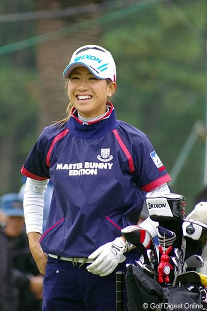 2012年 LPGAツアーチャンピオンシップリコーカップ 初日 木戸愛 グラビアクイーンは1アンダーでターンしたのに、後半スコアを落として15位タイ。フォトジェニックな笑顔でドヤサ~!