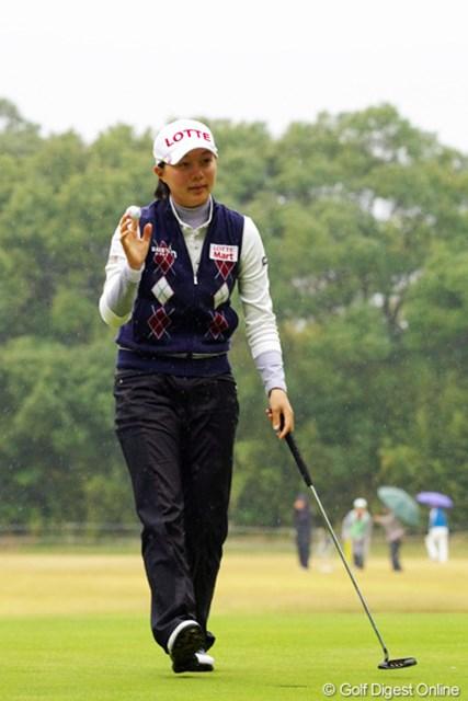 2012年 LPGAツアーチャンピオンシップリコーカップ 初日 キム・ヒョージュ 韓国でプロ宣言をしたとたんにビッグなスポンサーが付いたんですなァ…。まだまだお子ちゃまやのに、落ち着いてプレーしたはりましたワ。18位T