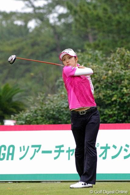 2012年 LPGAツアーチャンピオンシップリコーカップ 初日 斉藤愛璃 前半1アンダーで上位に食い込んだアイリーン。2サムの早いスタートだったんで、あわてて追いかけましたが、後半2つスコアを落としてしまって…。
