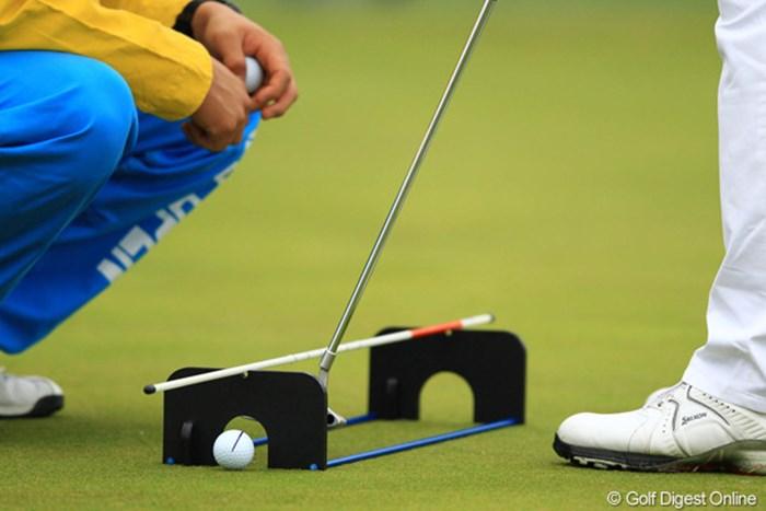 松山くんのパター練習器具です。 2012年 カシオワールドオープン 初日 練習器具