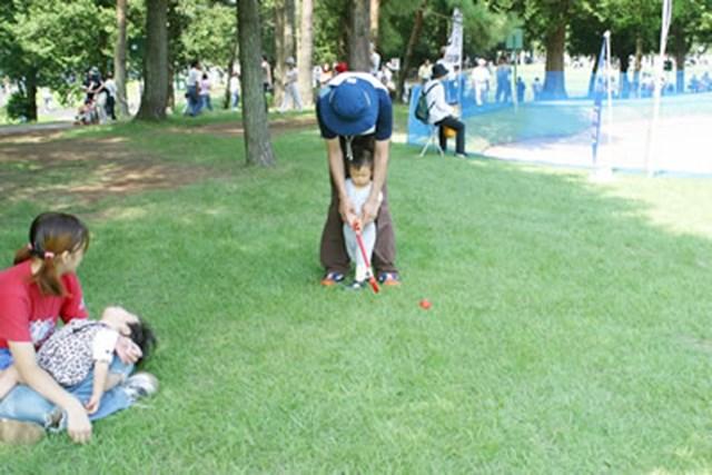 ギャラリー用スペースにて未来のプロゴルファー発見