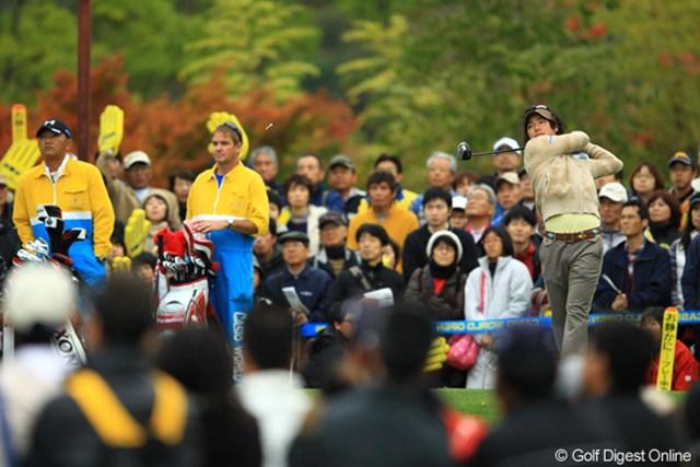 2012年 カシオワールドオープン 2日目 石川遼 金曜日なのに朝早くからギャラリーが多いなぁ、と思ったら、今日は祝日だったんですね。