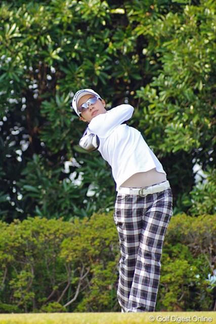 2012年 LPGAツアーチャンピオンシップリコーカップ 3日目 大江香織 1バーディ、2ボギーとよく耐えて、ルーキー組では最上位の12位タイ!昨日も68やし、やっぱり大物ですワ。なんせ遼君の事務所に所属してるんやモン!