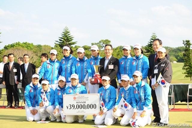 2009年沖縄での大会で勝利した韓国チーム。今年は地元で日本勢を迎え撃つ